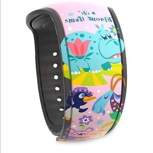 It's Small World Magicband